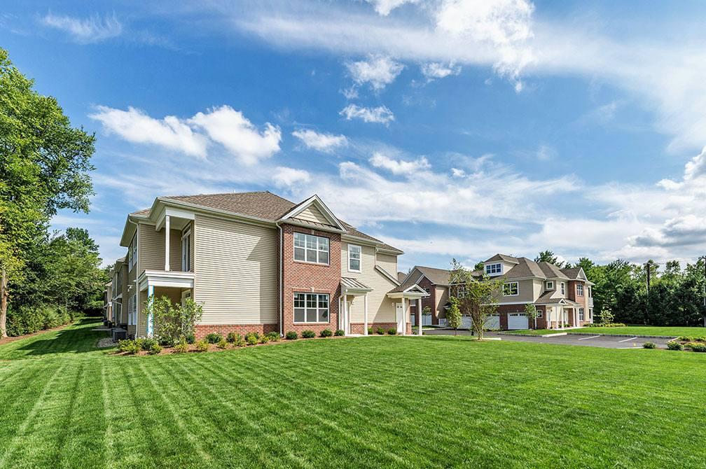 Magnolia Lane Luxury Rentals Fairfield NJ Exterior1