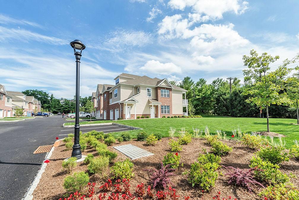magnolia-lane Exterior Luxury Apartments Landscaped exterior
